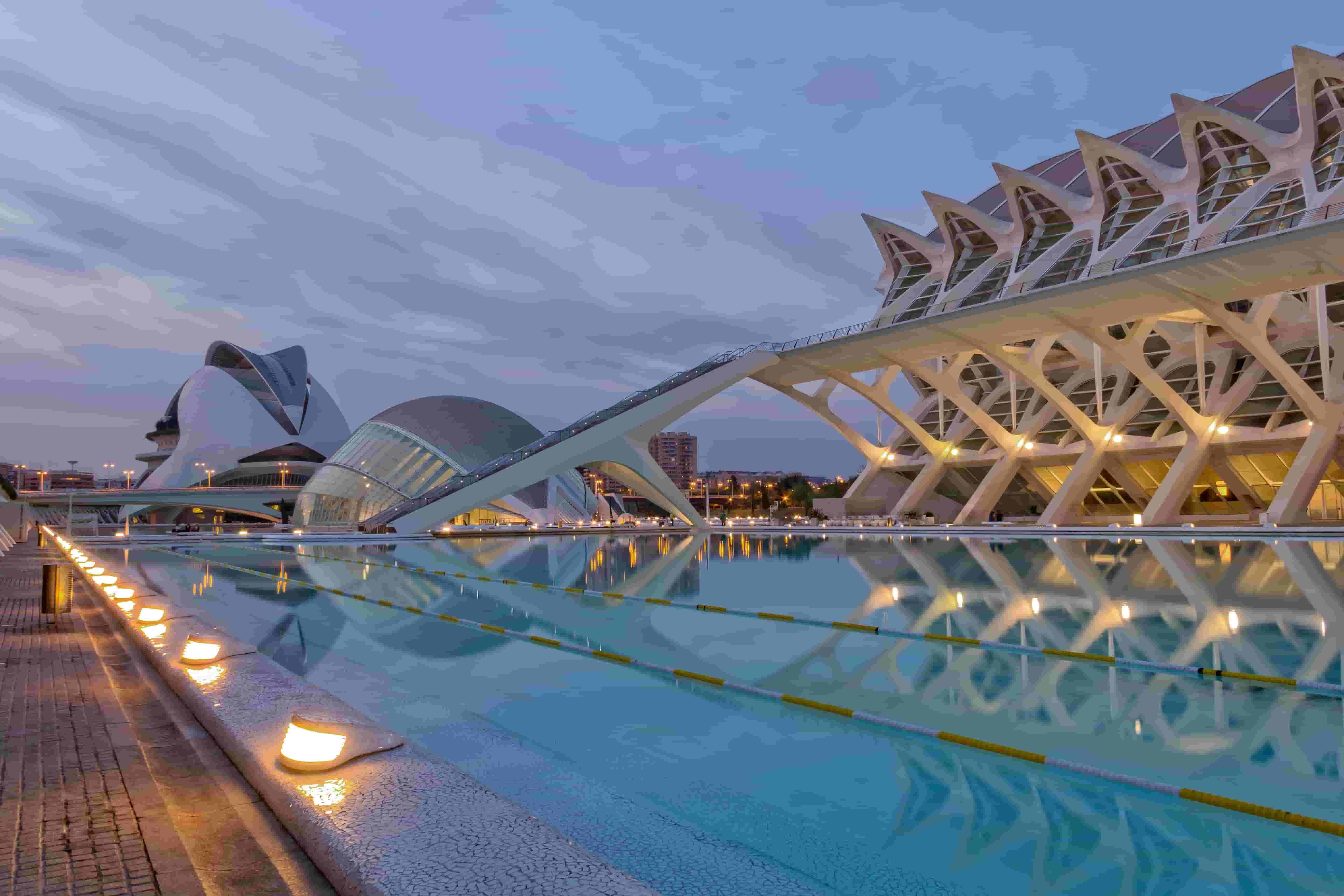 Visita la Ciudad de las Artes y las Ciencias, descubre la fantasía de Santiago Calatrava
