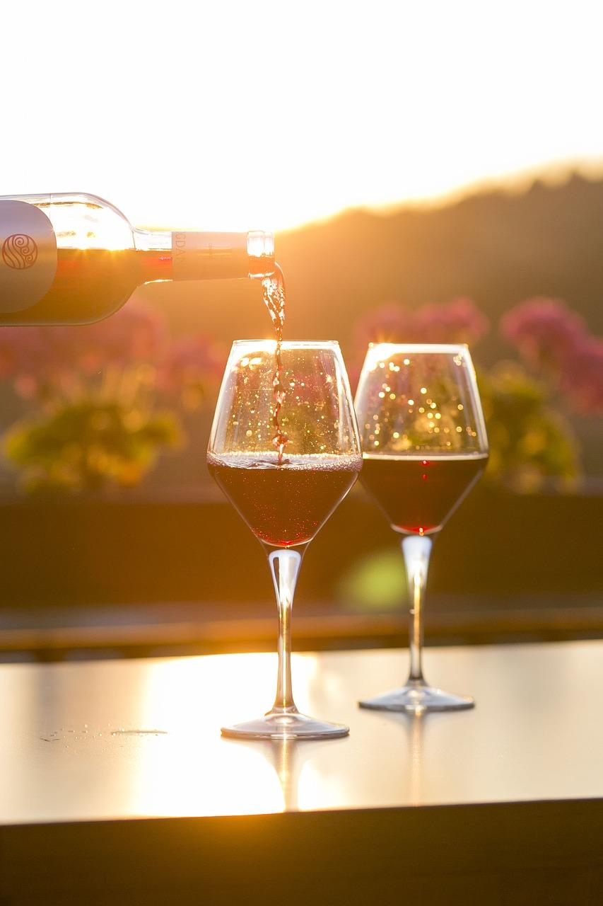 Descubre el vino de Requena, visita sus bodegas y gastronomía.