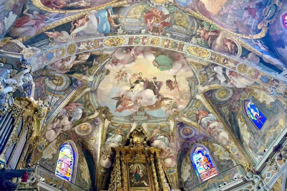 Visita la Cappella Sistina di Spagna, scopri la chiesa di San Nicola.